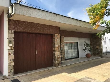 Casa En Calle Vicente P. García, Pueblo Nuevo, A Media Cuadra De Baltazar Brum.