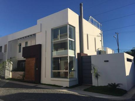 Vendo Casa Minimalista En Barrio Cerrado. Lambare