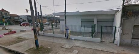 Gral Flores - Casa Y 3 Locales
