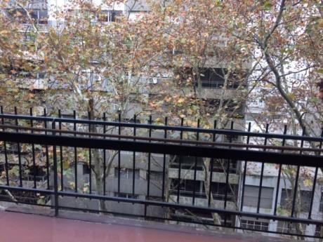 Massini Y Berro , Sólido Y Amplio Apartamento Al Frente