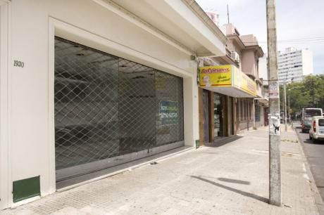 Amplio Local Comercial En Cordón