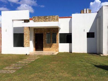 Casa Nueva En Venta En Condominio De 250 M² Y 122 M² Construidos.