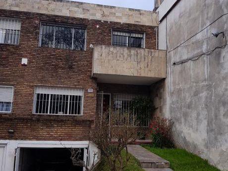 Casa En La Blanqueada, 3 Dorms. Garaje,fondo,parrillero