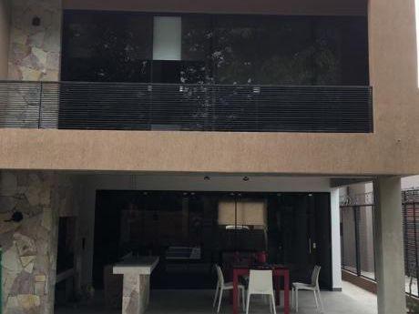 Duplex En Lambare Sobre Av.del Yacht Con Salida Al Campo De Golf