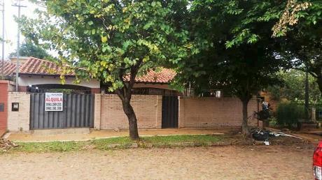 Alquilo Hermosa Casa Proximo A La Confederacion De Futbol En Luque