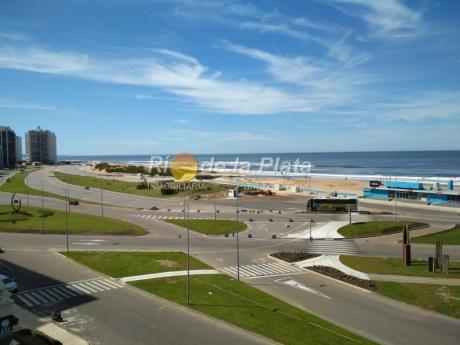 Departamento En Punta Del Este , Primera Linea En Playa Brava.