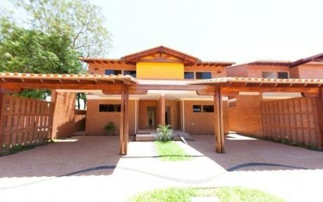 Alfa Inmobiliaria Vende Hermoso Duplex En Bº Cerrado Los Alamos