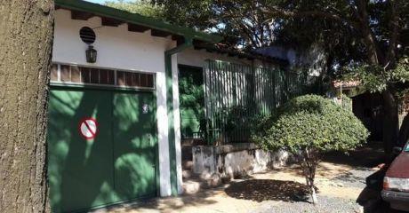Alfa  Inmobiliaria Vende Casa En Villa Morra Terreno En Esquina
