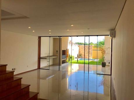 Alquilo Hermoso Triplex Amplio. Barrio Mburucuyá, Zona Curda, Nuevo Casa Rica
