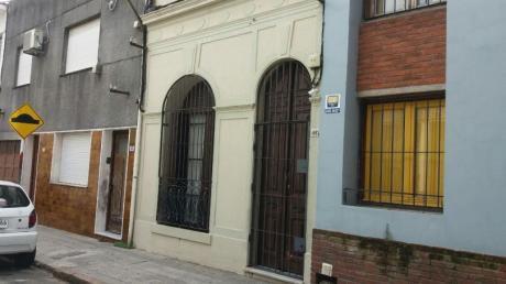 Casa En Cordon Sur, De Estilo 3 Dormitorios. Padron Unico!!!