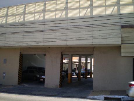 Alquilo Edificio Para Oficinas Con Estacionamientos