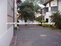 Condominio En Barrio Cerrado Zona Villa Morra