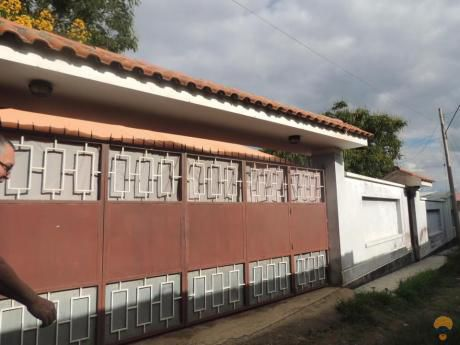 Vendo Casa De Dos Plantas Sobre 740 Metros