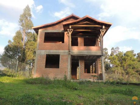 Casa 2 Plantas En Venta, En Obra Gruesa En Tiquipaya, 300 Mts