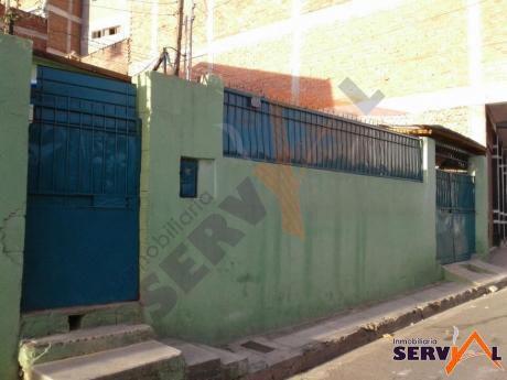 Casa Como Lote En Venta Zona San Carlos Inmediaciones Av. Barrientos