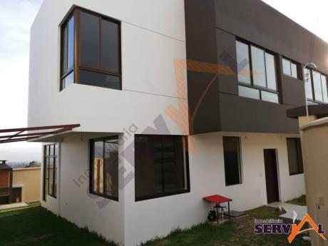 Casa  En Alquiler, En Condominio Inmediaciones Colegio Tiquipaya