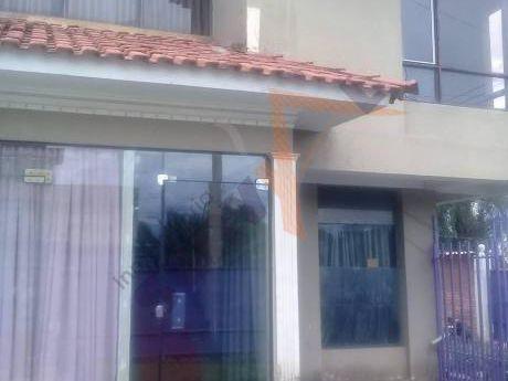 Casa Semi-independiente En Anticretico  Inmediaciones De La Av. Simon Lopez Y Av. Melchor Perez