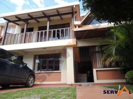 Casa De Tres Plantas Ideal Para Empresas Inmediaciones Av. Peru Y  Av. Tadeo Haenke