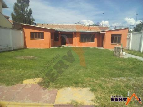 Casa Independiente Estilo Medias Aguas Inmediaciones Barrio Profesional