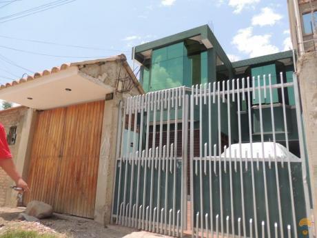 Casa De 2 Plantas A Media Cuadra De La Av. Melchor Sud