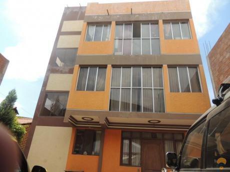 Vendo Casa  Sobre La Av. Dorbigni, Con 4 Departamentos Completos Y 3 Tiendas