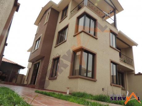 Casa En Venta De 3 Plantas Inmediaciones Av. Circunvalacion Km 6- Zona Esmeralda Norte