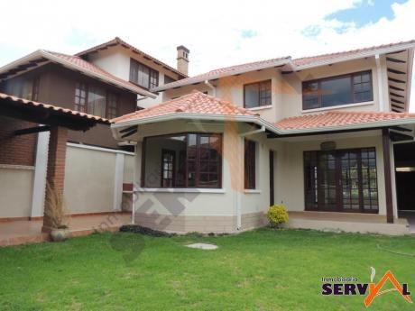 Hermosa Casa De 2 Plantas En Venta Inmediaciones Del La Av. Tadeo Haenke Y Villavicencio