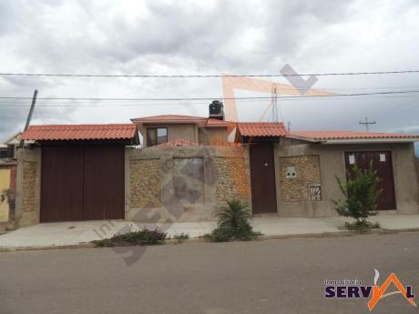 Casa En Venta De 2 Planta Con Un Departamento Auxiliar  Zona Imba