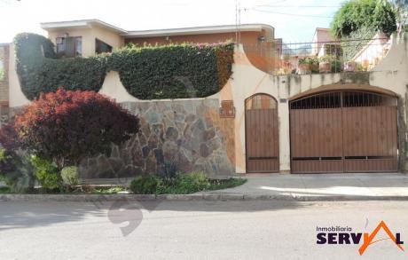 Casa En Venta En La Zona De Pacata Alta Con Un Departamento Auxiliar