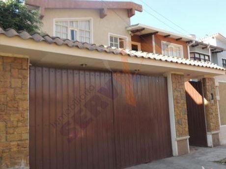 Bonita Casa En Venta De 2 Plantas, Inmediaciones De La Av. Tadeo Haenke Y Av. Villavicencio