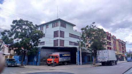 Casa En Venta De 3 Plantas Buena Ubicacion