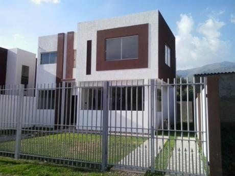 Casa Minimalista A Estrenar Inmediaciones Colegio Tiquipaya