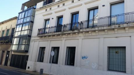 Hermoso Apartamento En Patio Andaluz. Departamento En Alquiler.   2 Amb. ,  1 Dorm.,  2 Baños - 60 M2., 60 M2 Cub.