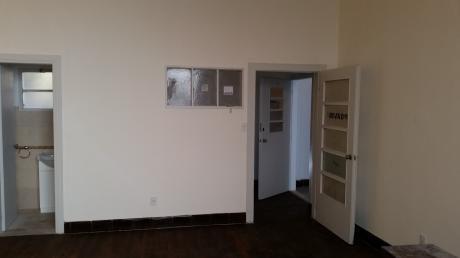 Oportunidad En Oficinas. Oficina En Alquiler.   2 Amb. ,  1 Baños - 30 M2., 30 M2 Cub.