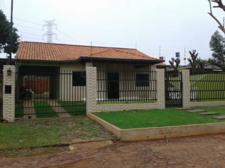 Vendo Hermosa Casa A Estrenar En Km 8 Acaray Frente A La Une  - Ciudad Del Este