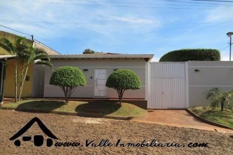 Hermosa Casa En Venta En El Km 8 Lado Acaray - Ciudad Del Este