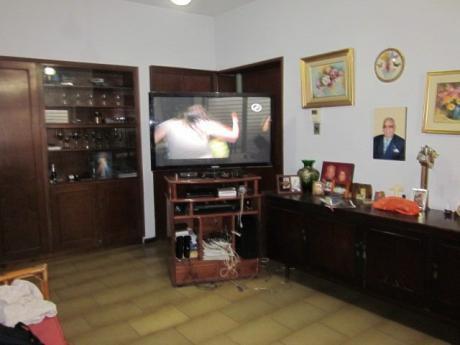 Se Vende Casa De 5 Dormitorios, En Villa Morra