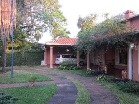 Se Vende Casa De 4 Dormitorios, En Zona Del Centro Paraguayo Japones