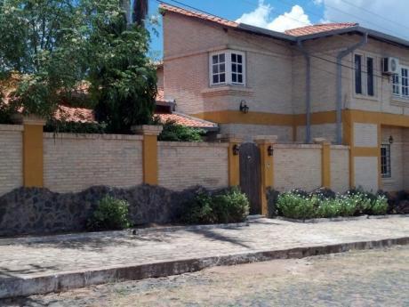 Se Vende Casa De 3 Dormitorios En Suite, En Lambaré