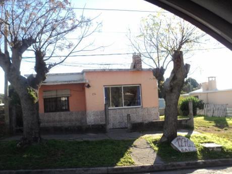 Linda Casita En El Barrio Artigas