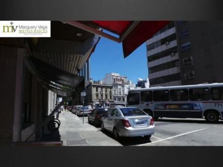 Venta Local Frente Al Banco Central / Centro