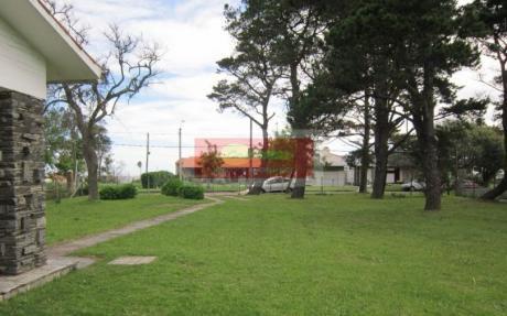 Venta En Atlántida -casa De 4 Dormitorios - Ref.153 - Inmobiliaria Calipso