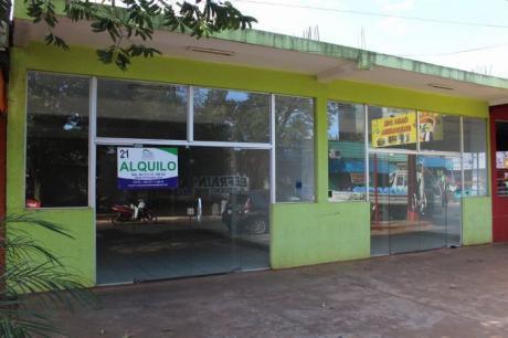 Alquilo Salon Comercial En Pte. Franco