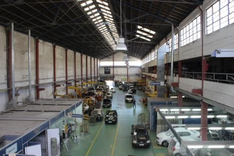 Local Industrial Y Comercial A 1200m Del Puerto Mdeo
