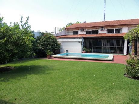 Venta - Casa - Carrasco - 5 Dormitorios - U120472 450.000