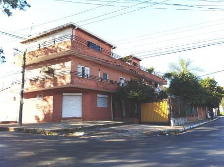 P/ Inversión!! Coqueto Edificio S/ República Argentina, A 2 Cuadras Del Pueblo.