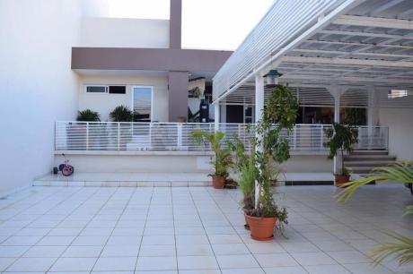 Vendo Hermosa Casa En El Barrio Mas Residencial De Encarnacion