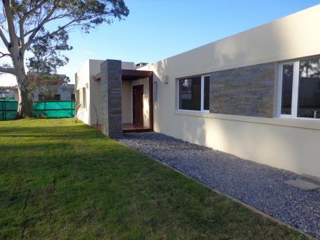 Alquiler Casa De 3 Dormitorios En Altos De La Tahona - Barrios Privados