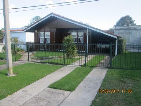 Vendo Casa En La Paz,  Canelones. Excelente Ubicación. Precio A Convenir.