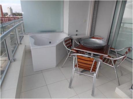 Apartamentos En Playa Mansa: Cni16191a